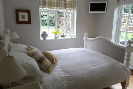 Ash Tree Cottage B & B - Nr Lewes