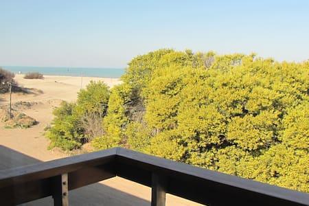 Departamento sobre la Playa - Apartemen