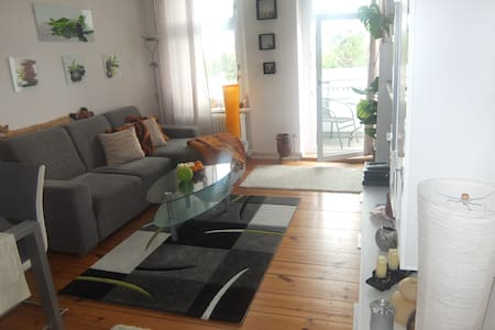TOP+great location+30sec to subway - Berlin - Apartment