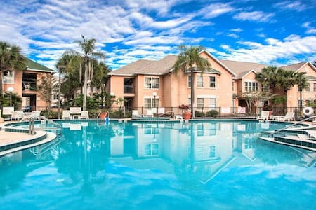 Beautiful suite 1.5 miles from Disney! Sleeps 6. - Kissimmee