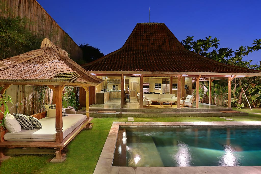 Amazing swimming-pool between the two parts of the villa