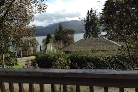 3 BR cabin w/ view of Lake Cowichan - House