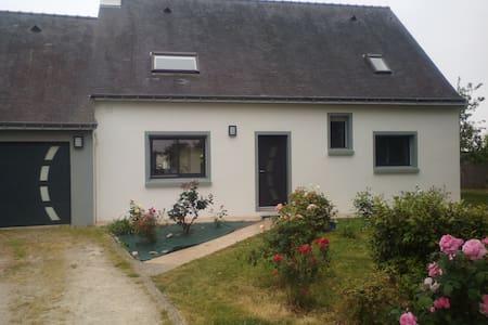 Maison lumineuse et agréable à Larmor-Plage - House