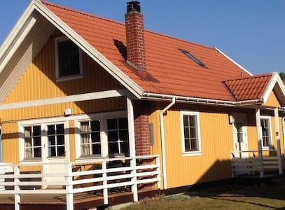 Schwedenhaus am See mit 2 Booten - Userin - Haus