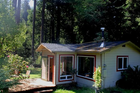 Handcrafted Cottage in the Redwoods - Kisház
