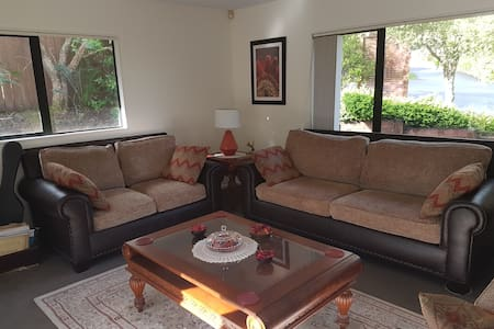 A room for rent in a cozy house - City scape - Pukekohe - House