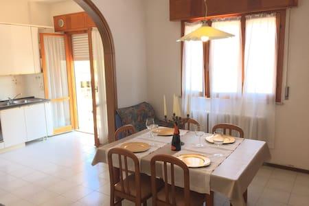 Alloggio sul Lungomare a Pinarella di Cervia - Cervia - House