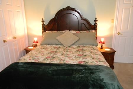 The COZY ROOM - Niagara-on-the-Lake - Bed & Breakfast