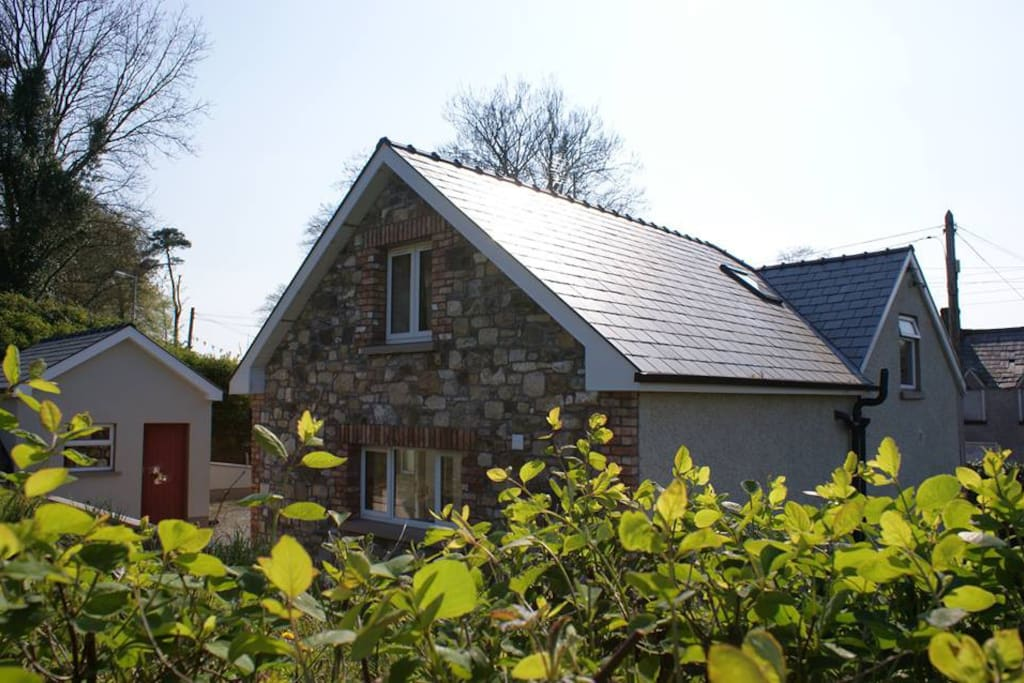 3 bedroom holiday home with free wifi just a stroll from dingle town