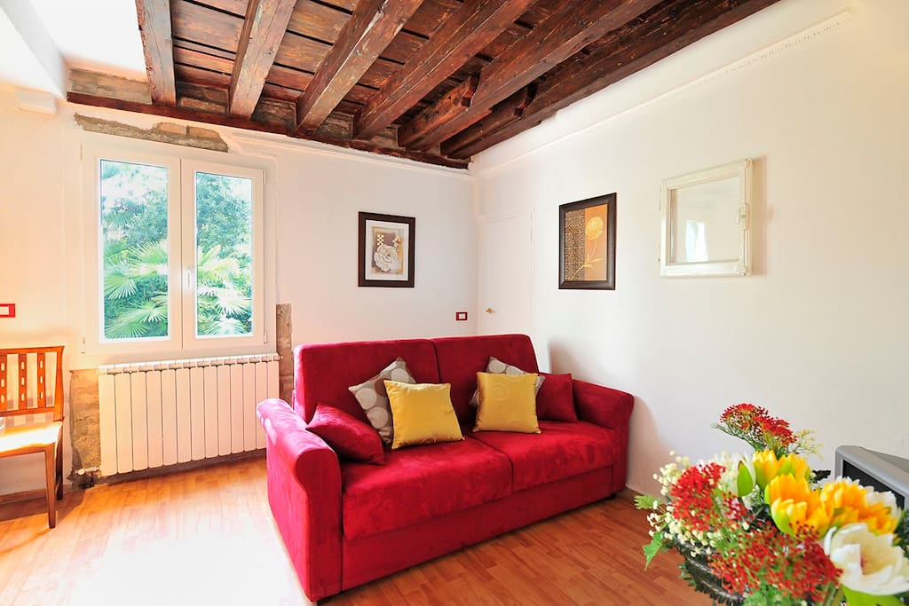 DO POZZI CANAL VIEW APT IN CASTELLO