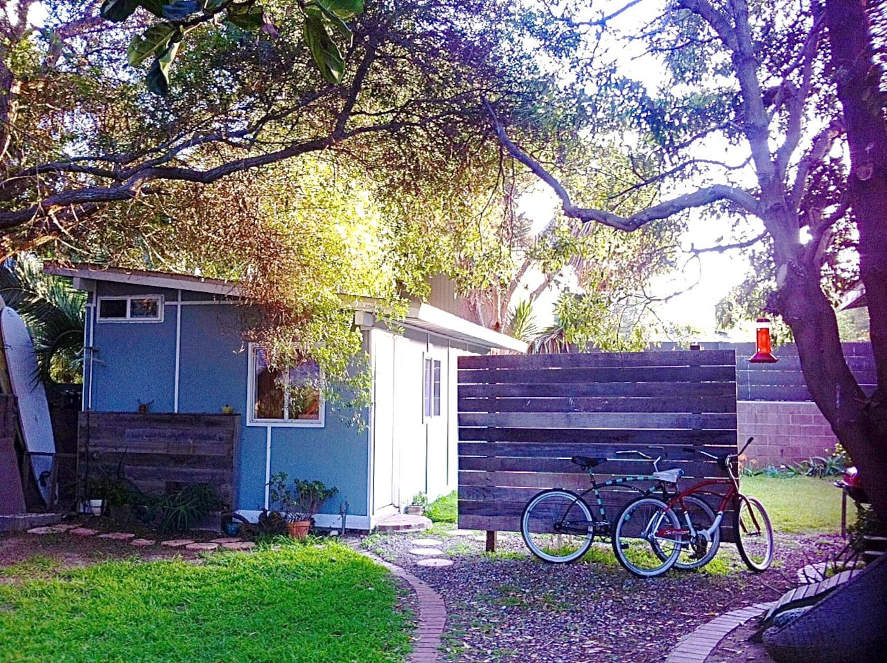 cottage in the heart of Venice BCH.