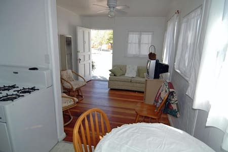 1 Bedroom Vacation Cottage  - Apartment