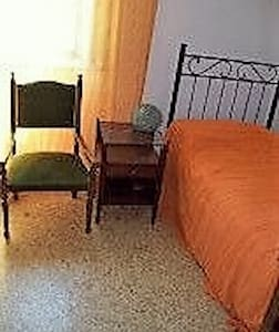 Single Room in Taormina Centre €29 - Reihenhaus