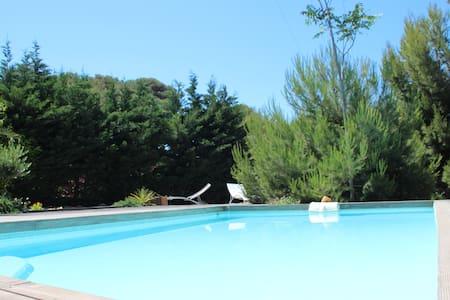 T3 dans Villa avec piscine privée ds une calanque - Ensuès-la-Redonne - Villa