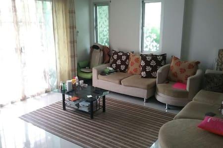 Bangsaen Home stay Chonburi 2 rooms - Haus