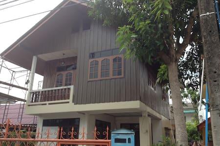 Old mom&dad house - Nakhon Si Thammarat - Rumah