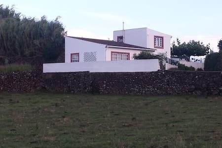 Jasmim Alojamento Local (peaceful house for rent) - Praia da Vitória