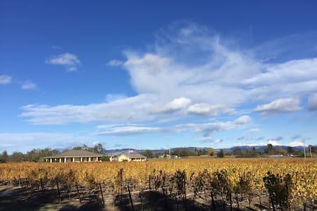 Wine Country Vineyard Cottage - Santa Rosa - House