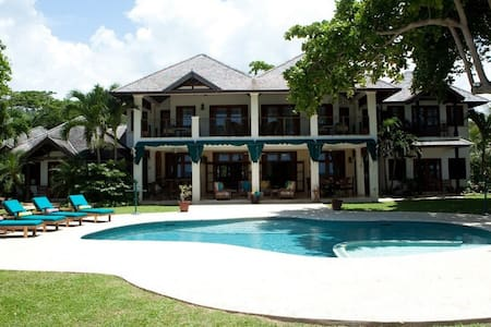 Lovely Beachfront Villa! - Ocho Rios