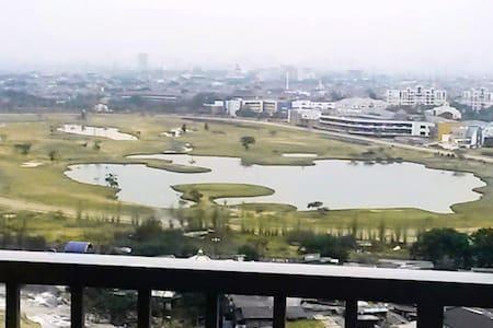 Strategic Lake View Studio in East Jakarta - Leilighet