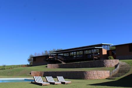 Casa tipo Loft contemporaneo, em um Sitio de 40 ha - Morungaba