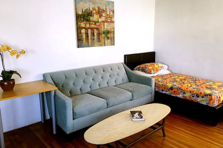 Entire single house near it all,please instant bk - Los angeles - Ház