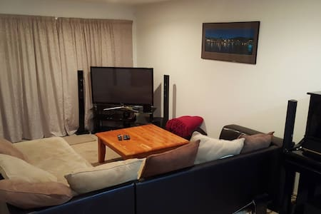 Close to airport, CBD & supermarket - Bed & Breakfast