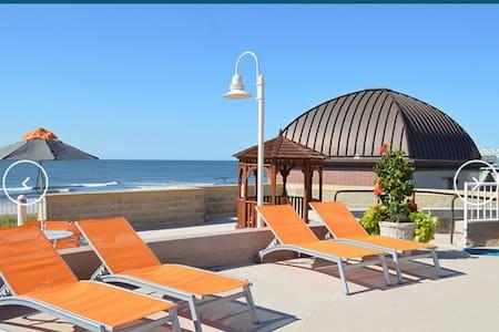Upscale Hotel Studio on Atlantic City Boardwalk - Atlantic City