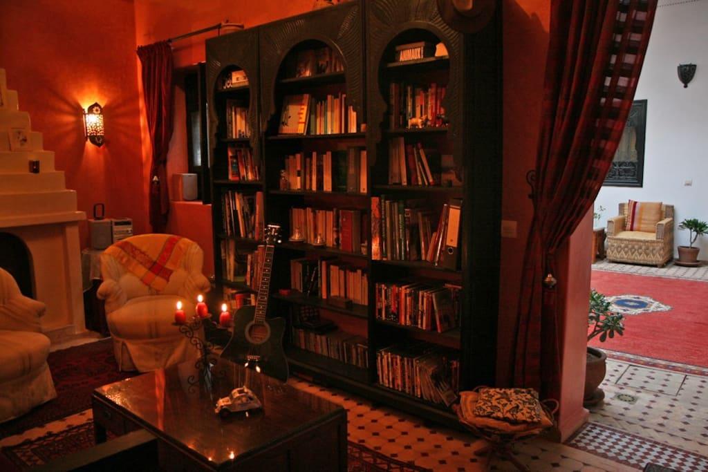Le salon et la bibliothèque