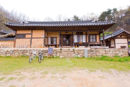 Hanok stay near Incheon Airport - Jung-gu - Bed & Breakfast
