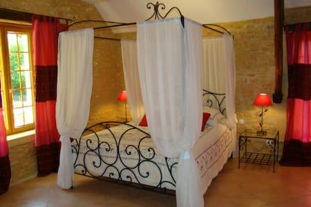 chambres d'hôtes de la noyeraie   - Saint-Amand-de-Coly