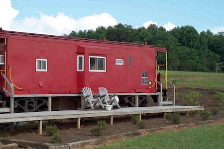 #494 - Grassy Creek Cabooses - Train