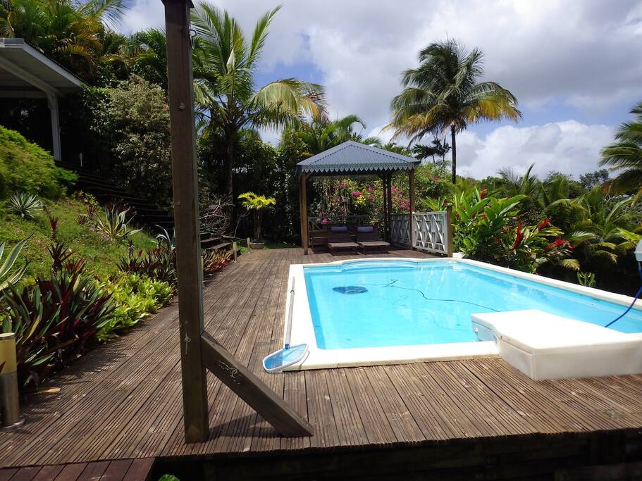 Bungalow avec piscine maisons louer petit bourg for Bungalow avec piscine martinique