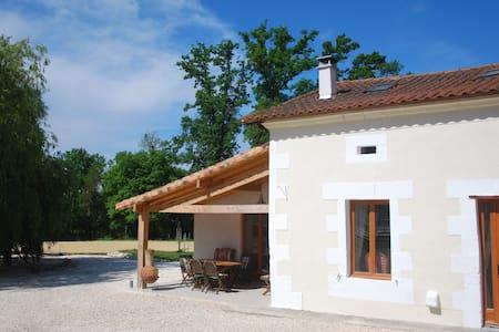 Le Petit Contrefort - House