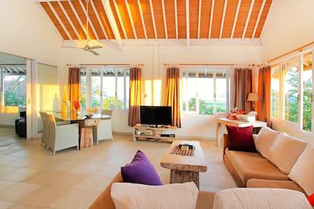 Villa Balinda: Serenity by the sea - Denpasar - Dom