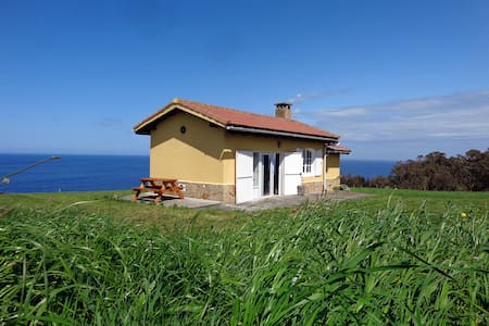 Cottage on a Cliff, close to Gijon - Dom
