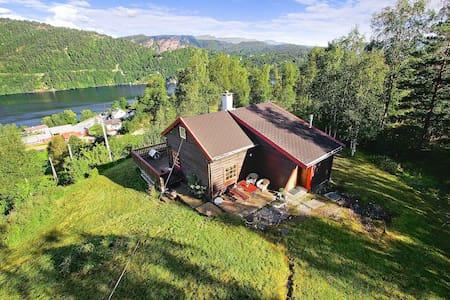 Idyllisk hytte 1 time fra Bergen - Chatka