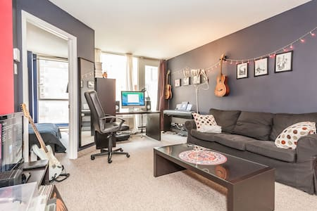 Comfy 1BD in the heart of Montreal