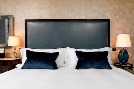 Spacious Double Bedroom-City Centre