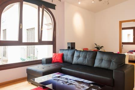double bedroom in sXVIII masia!!BCN - L'Hospitalet de Llobregat - Appartement