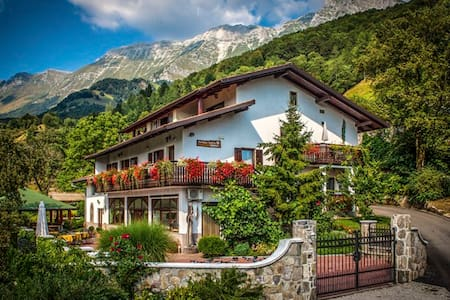 Charming B&B with a view - Koseč - Bed & Breakfast