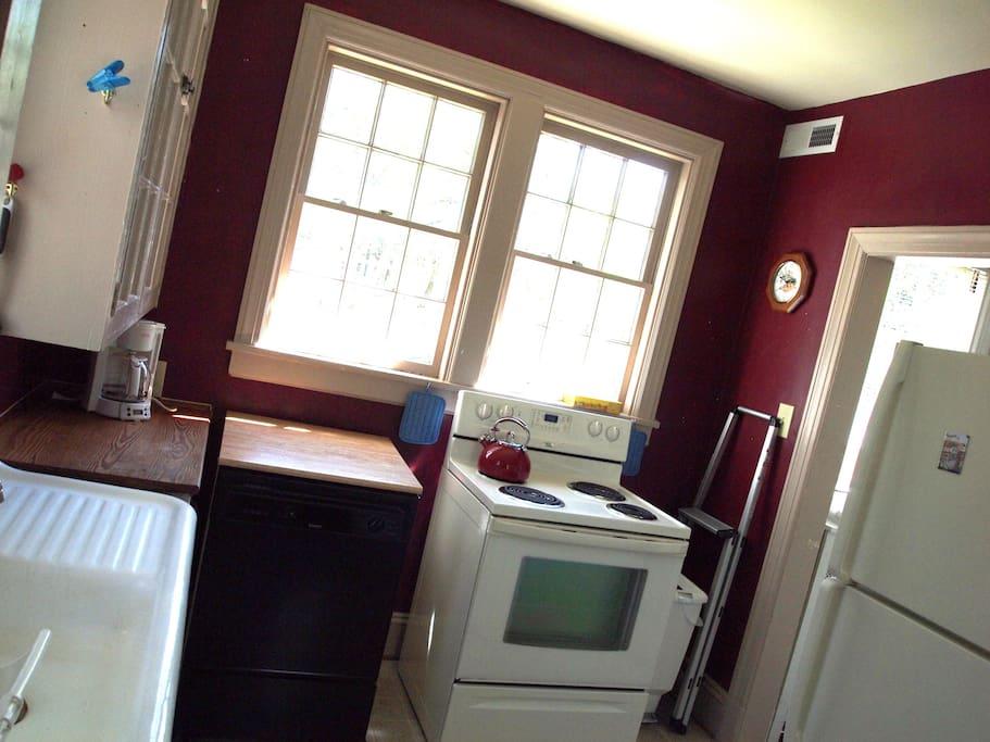Kitchen - Stove/Oven, Dishwasher, Coffeemaker, Refridgerator