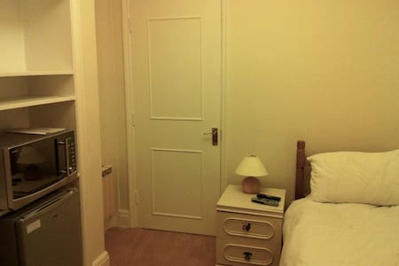 Single room with en-suite - House