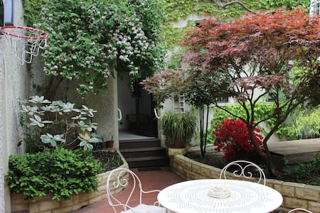 Suite duplex donnant sur patio - Rochefort - Bed & Breakfast