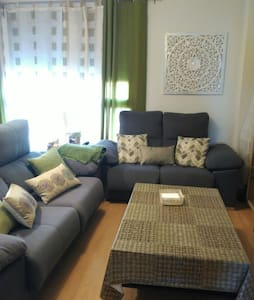 Lovely private room/near airport - Flat
