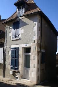 La maison aux volets bleus - Haus