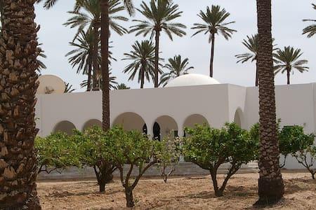 Menzel El Kateb Houch Mohtedi 4pers - Midoun / Mahboubine - Bed & Breakfast