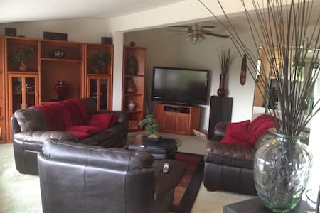 Master Suite in Penthouse w/ VIEW! - St. Helens - Apartment
