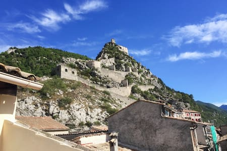 Cosy apartment in Entrevaux with views - Appartement