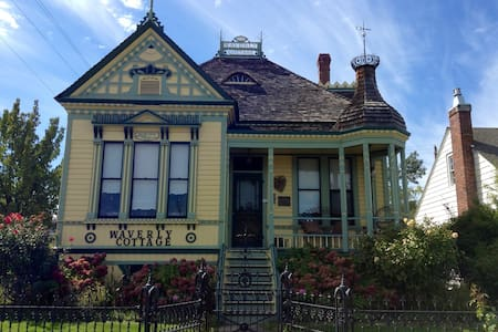 Historic Victorian Museum/Cottage - Bed & Breakfast